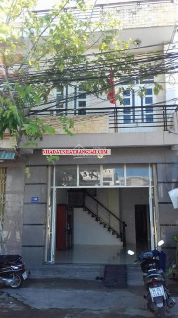 Cho thuê nhà nguyên căn mặt tiền đường Nguyễn Tất Thành – Nha Trang.
